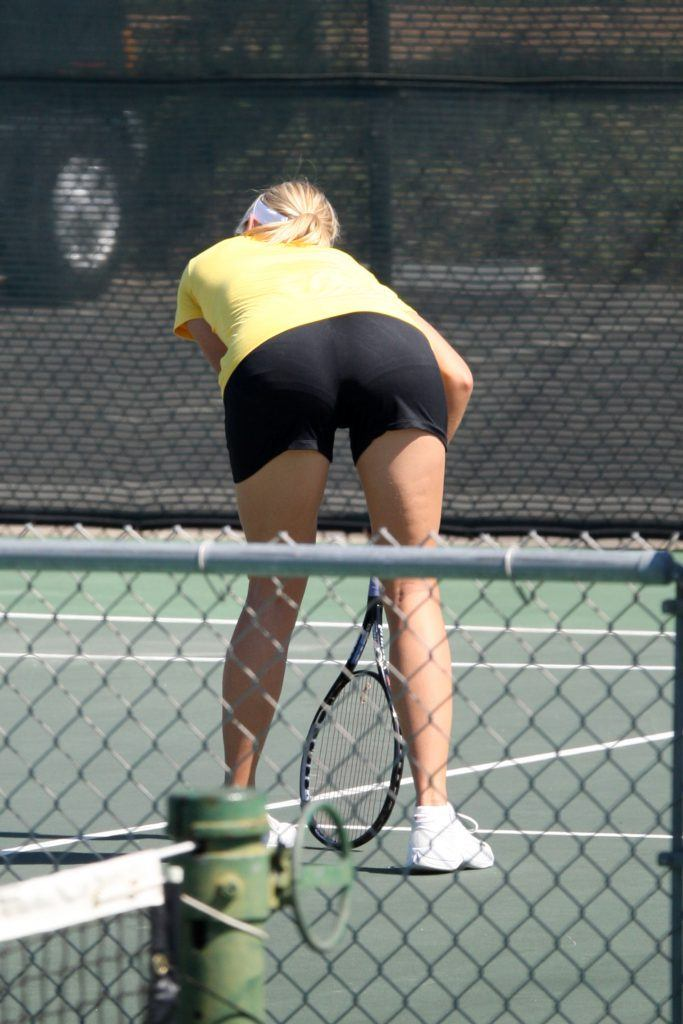 Maria Sharapova gets back into the swing of things
